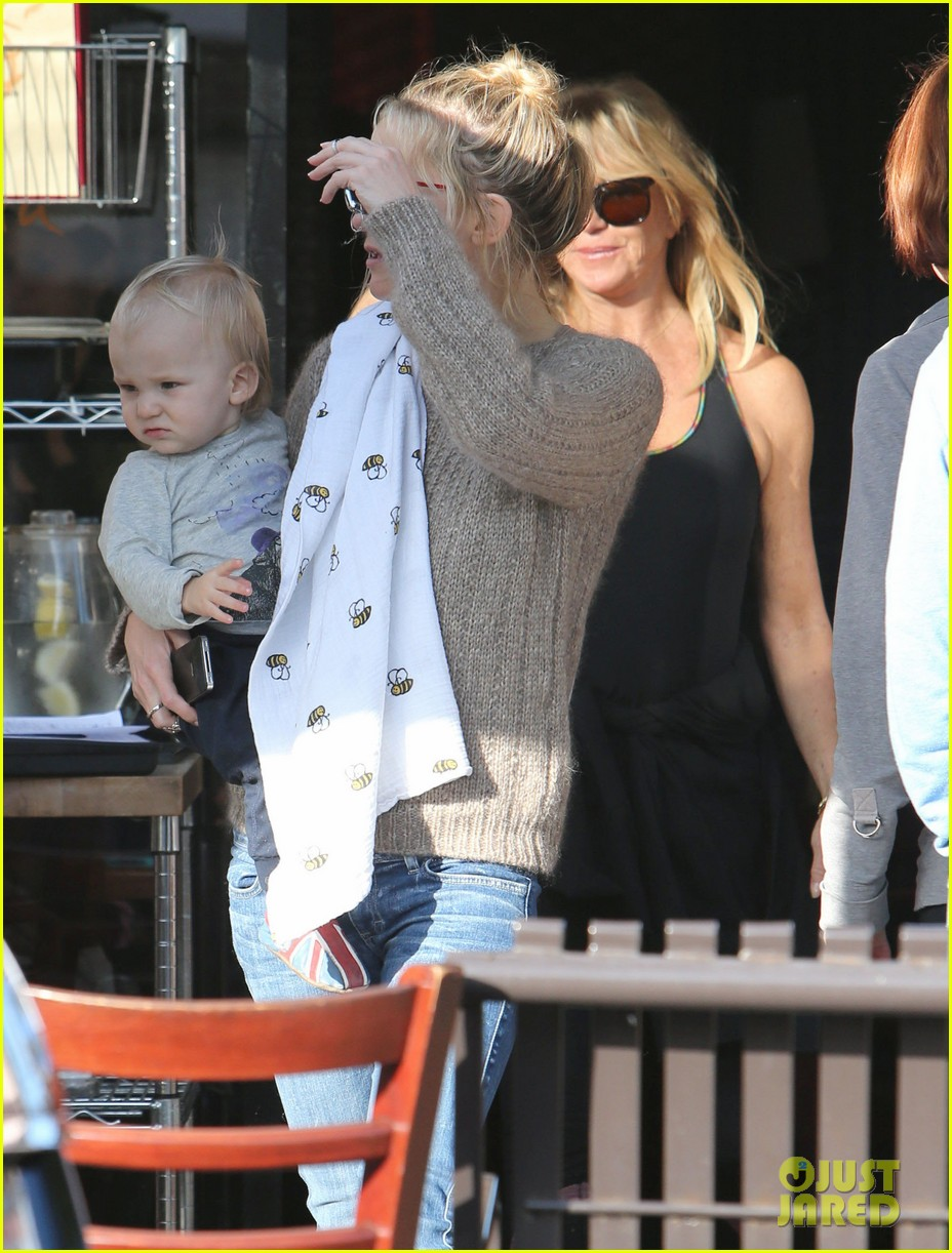 kate hudson mom goldie hawns birthday lunch 30