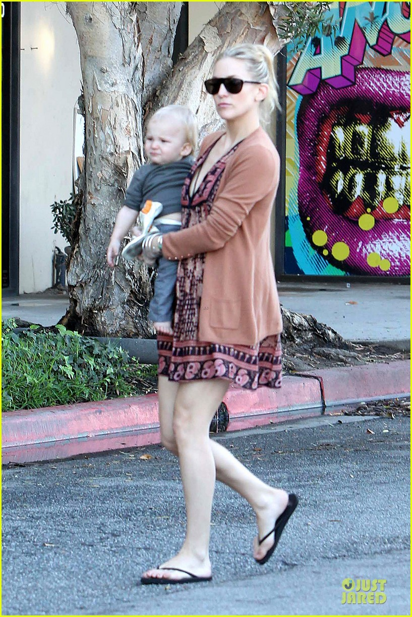 kate hudson birthday party with the boys 03