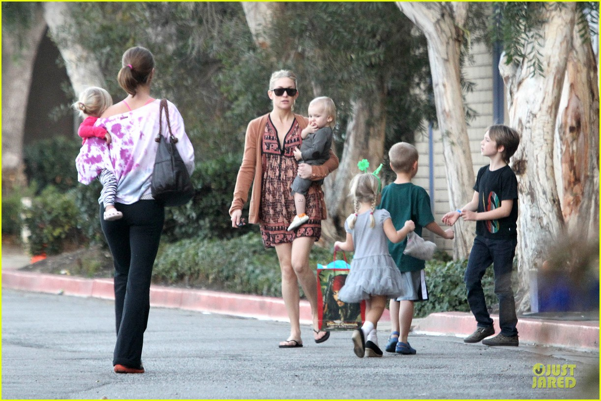 kate hudson birthday party with the boys 122760556