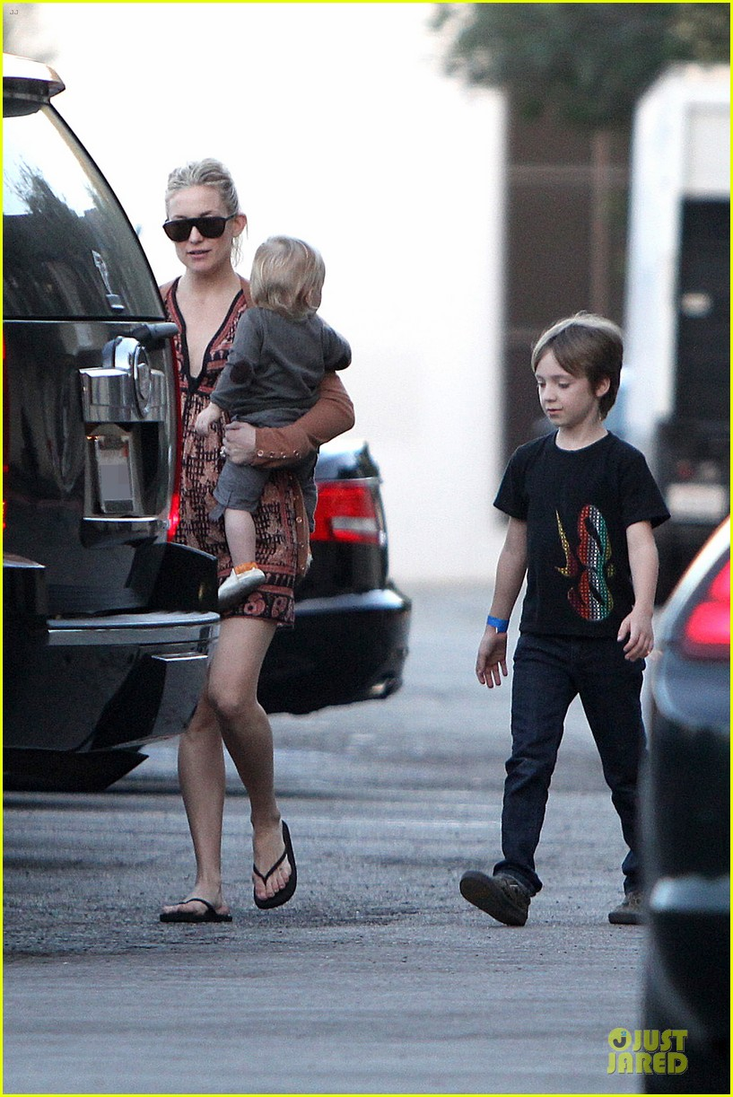 kate hudson birthday party with the boys 152760559