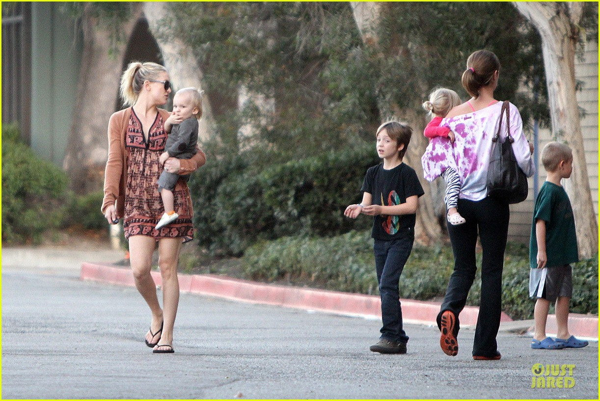 kate hudson birthday party with the boys 162760560
