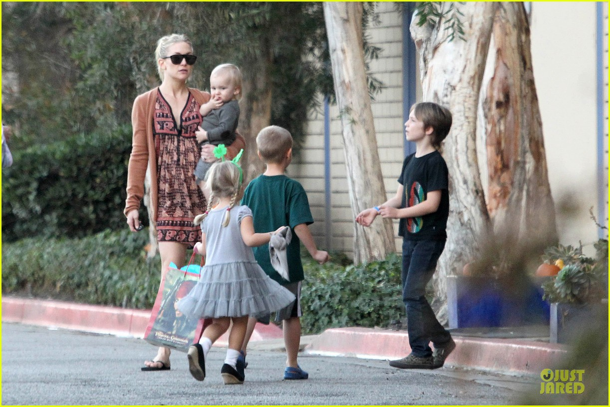 kate hudson birthday party with the boys 182760562