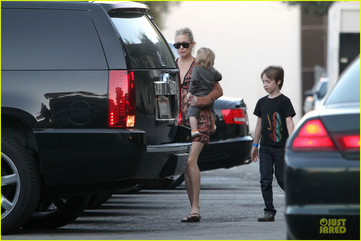kate hudson birthday party with the boys 202760564