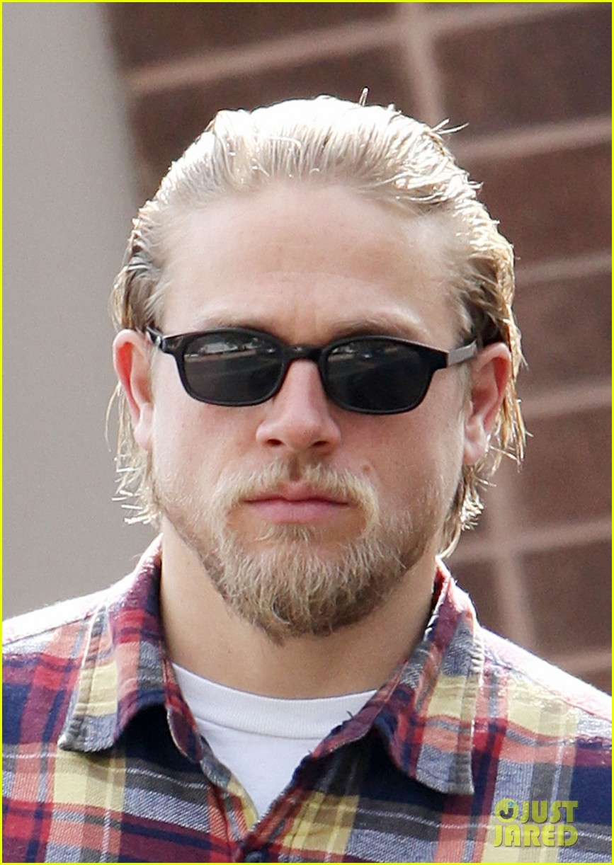 charlie hunnam post office stop 04