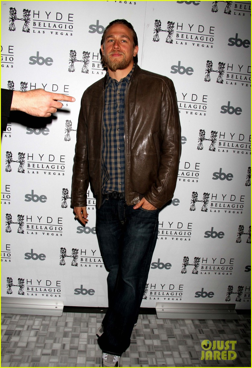 charlie hunnam sons of anarchy party at the bellagio 012755840