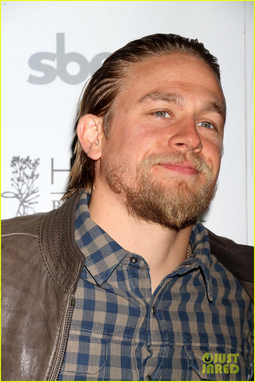 charlie hunnam sons of anarchy party at the bellagio 042755843