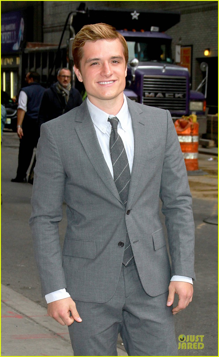 josh hutcherson new hunger games catching fire poster 02