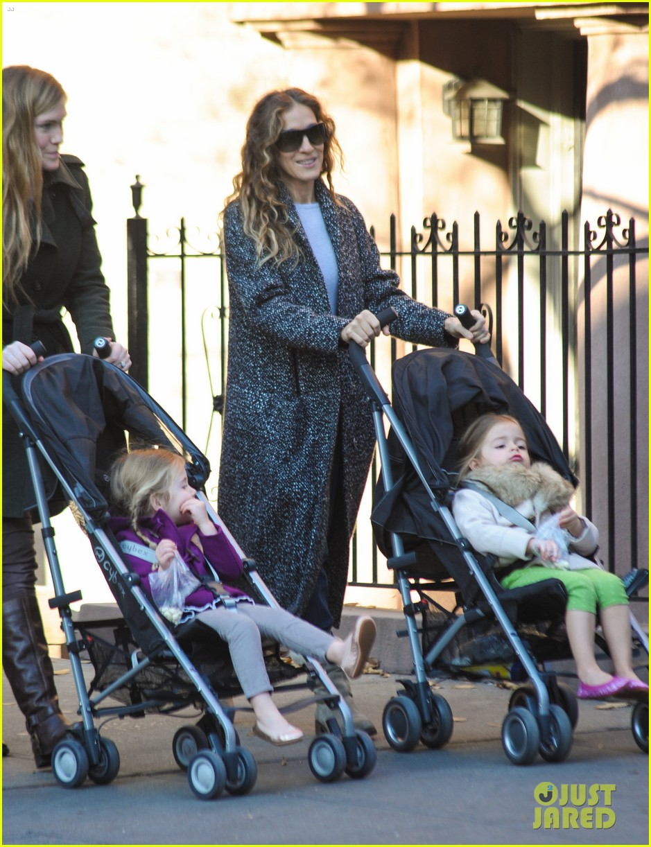 sarah jessica parker shrugs off fashion icon status 03