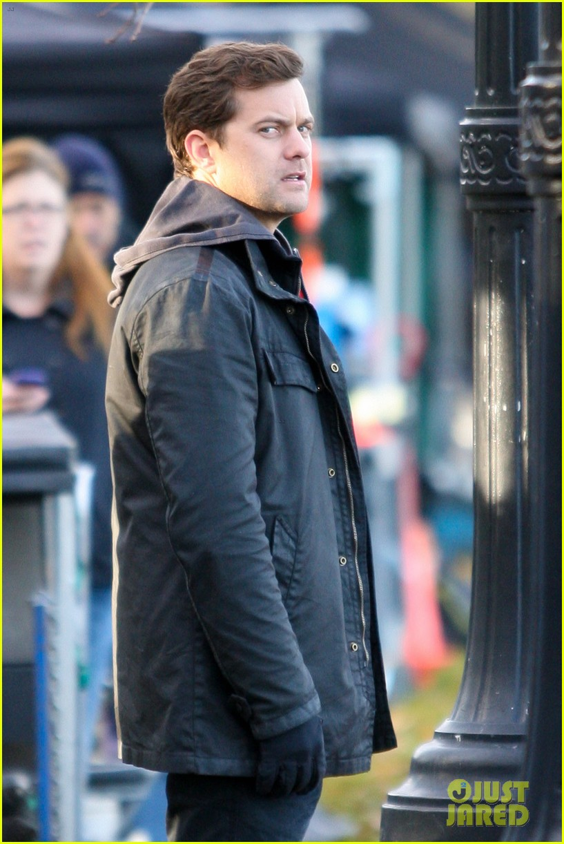 joshua jackson back to work on fringe after vacay 02