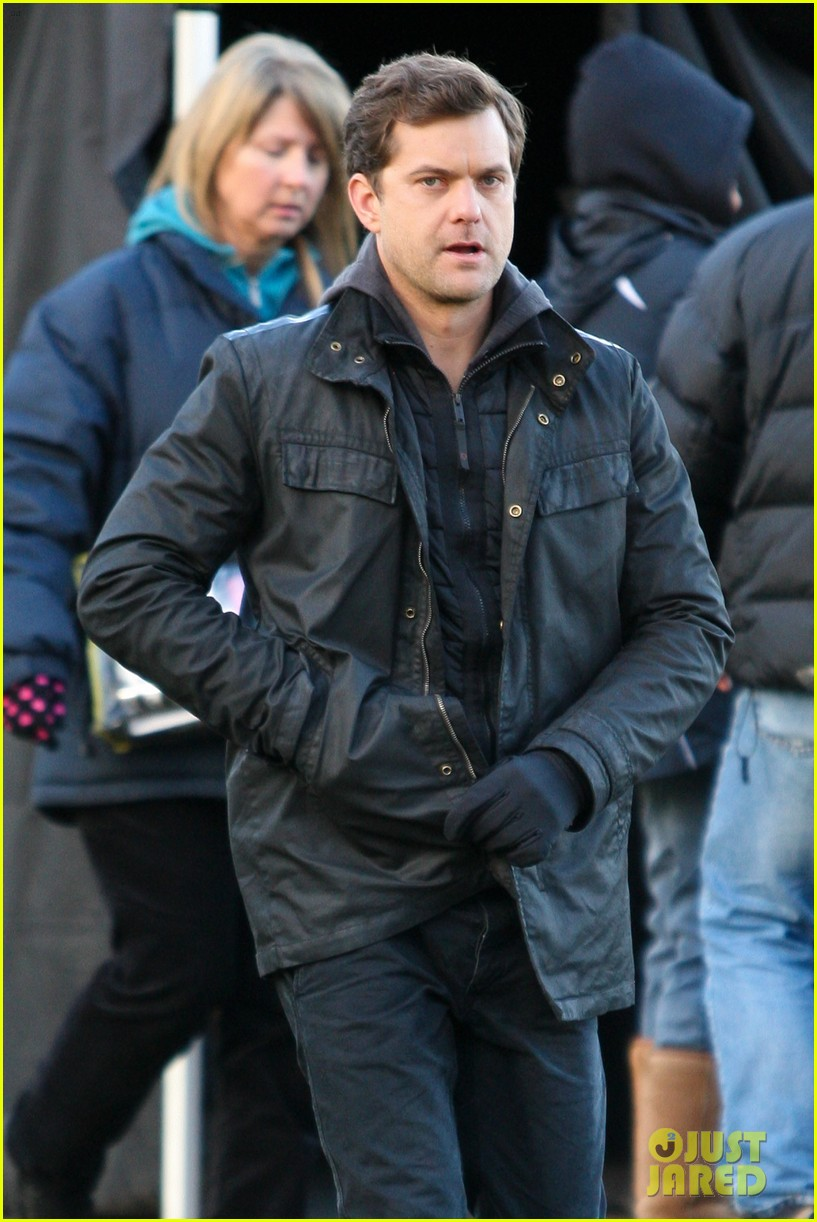 joshua jackson back to work on fringe after vacay 07