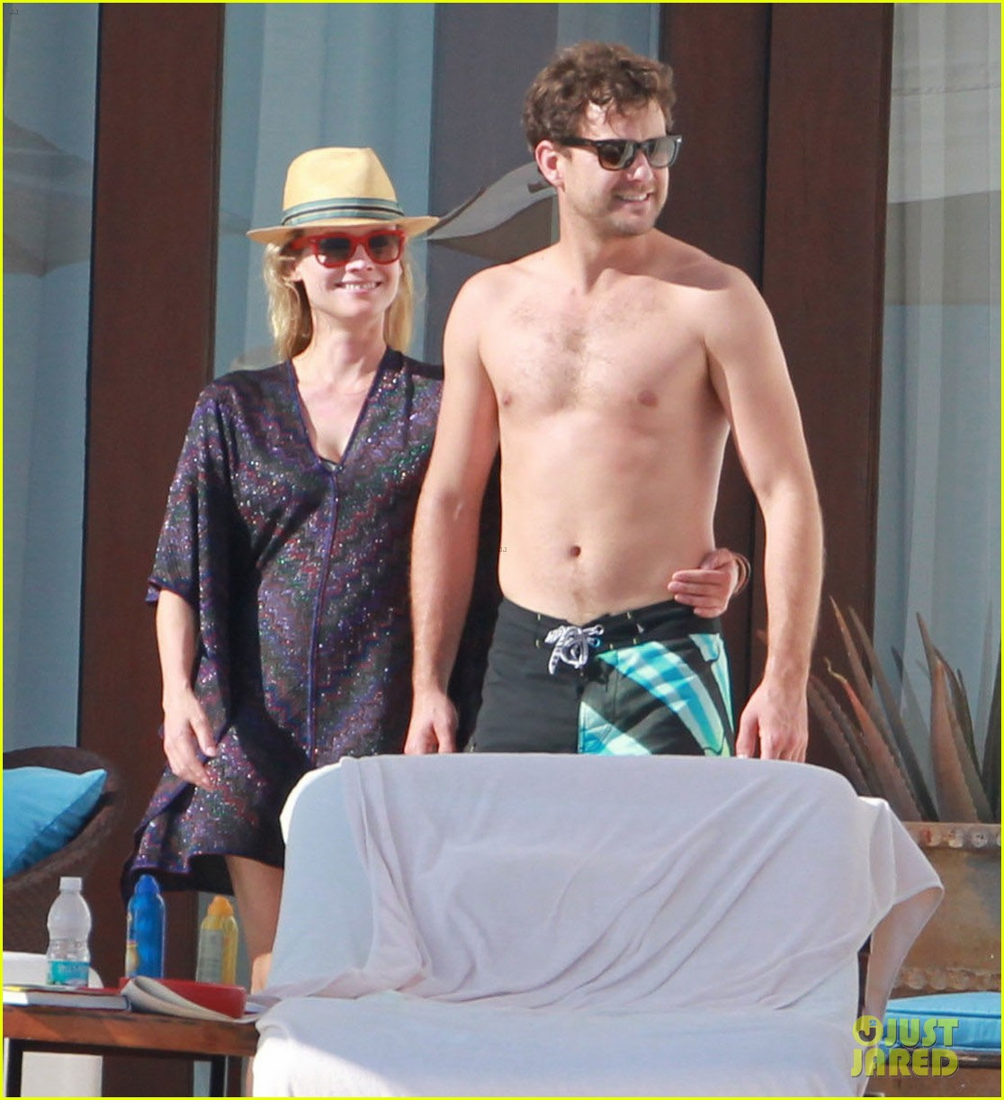 joshua jackson shirtless poolside with diane kruger 012763485