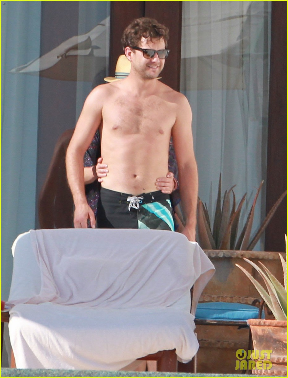joshua jackson shirtless poolside with diane kruger 032763487