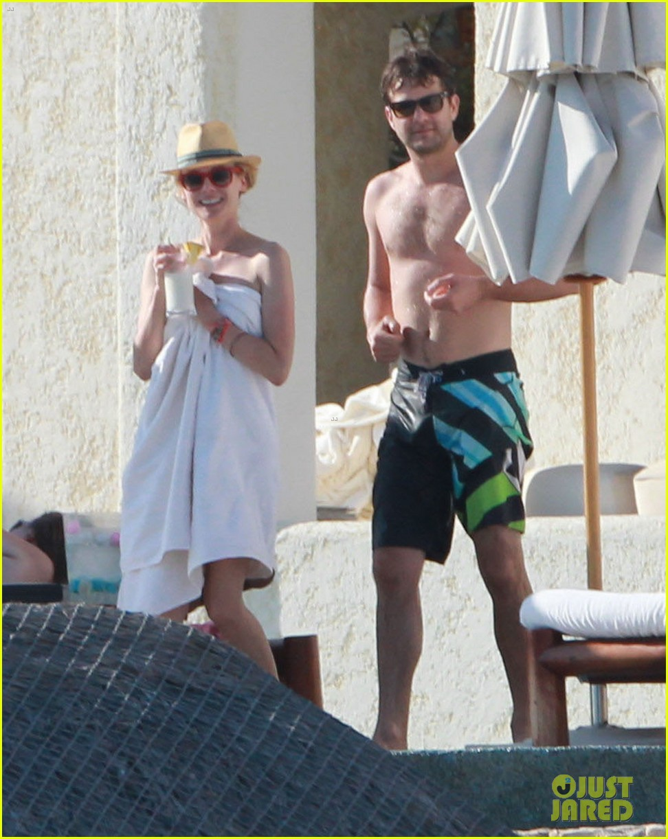 joshua jackson shirtless poolside with diane kruger 05