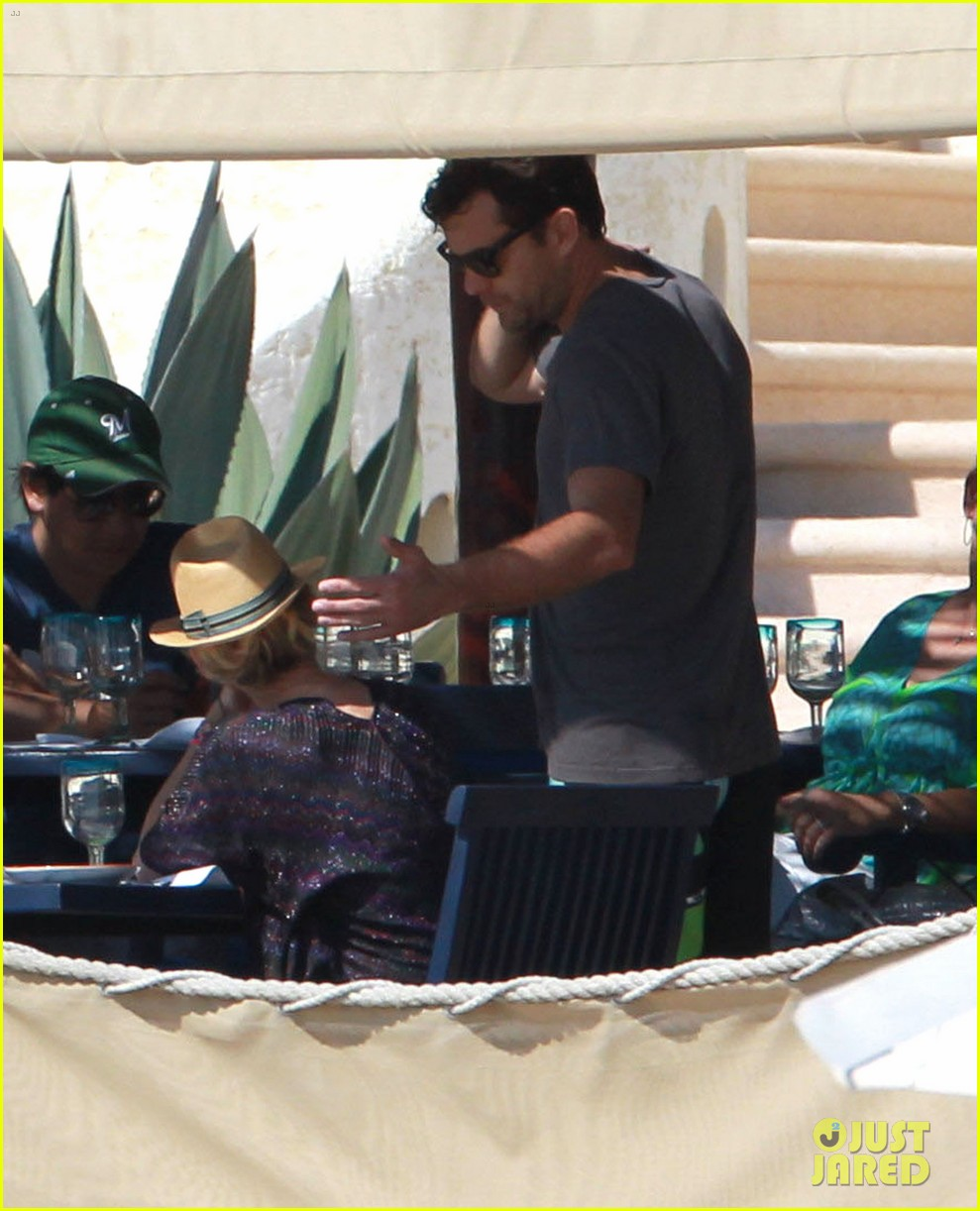 joshua jackson shirtless poolside with diane kruger 062763490