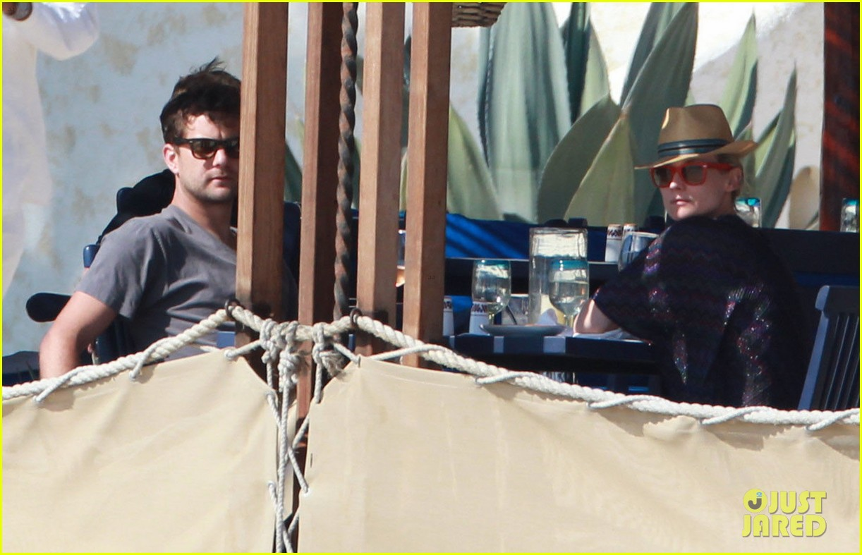 joshua jackson shirtless poolside with diane kruger 072763491