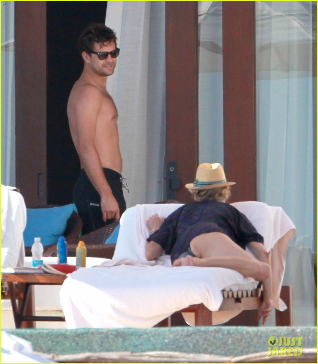 joshua jackson shirtless poolside with diane kruger 122763496