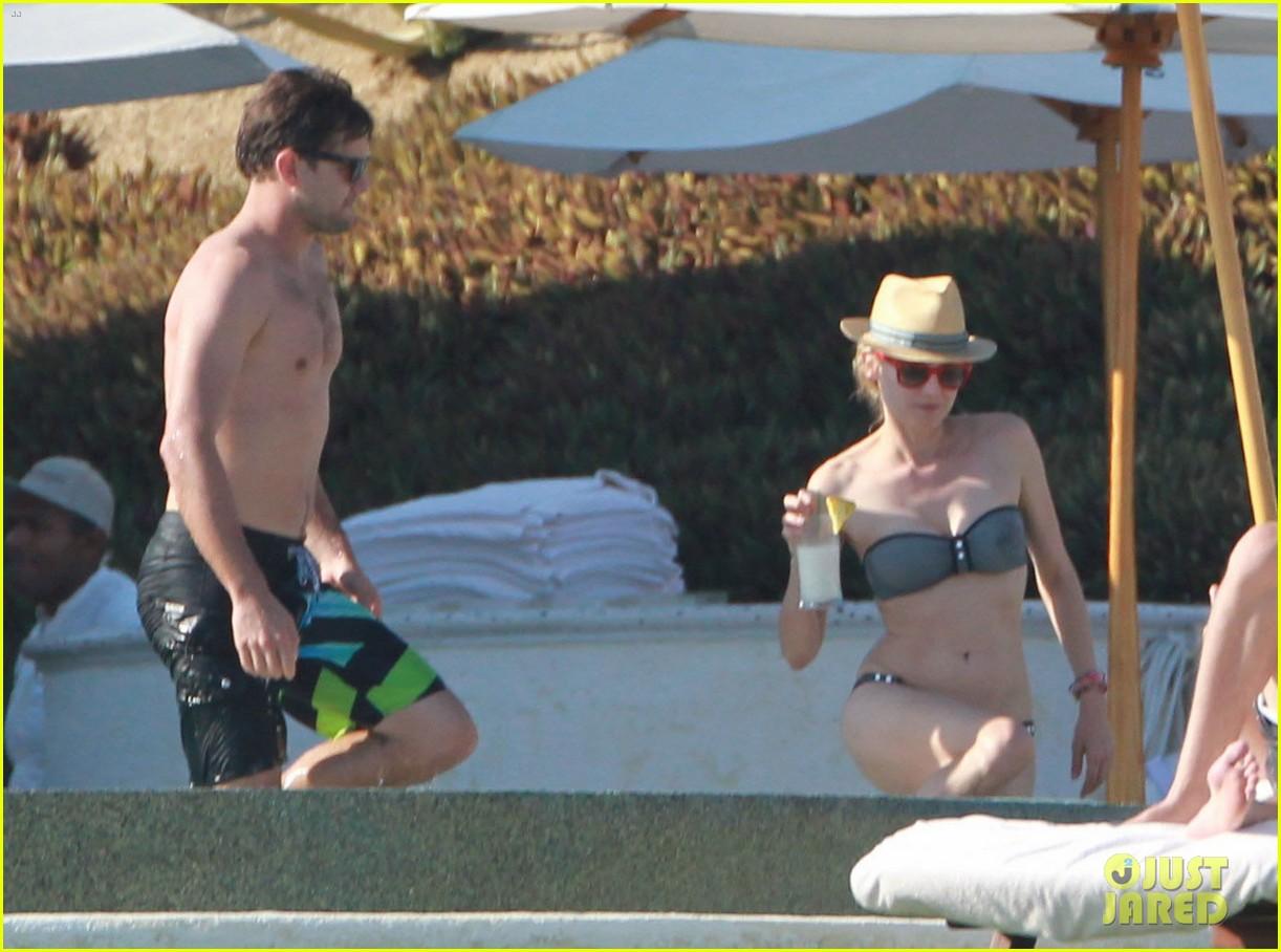 joshua jackson shirtless poolside with diane kruger 172763501