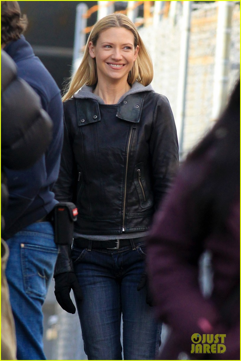joshua jackson fringe set with anna torv 072752826