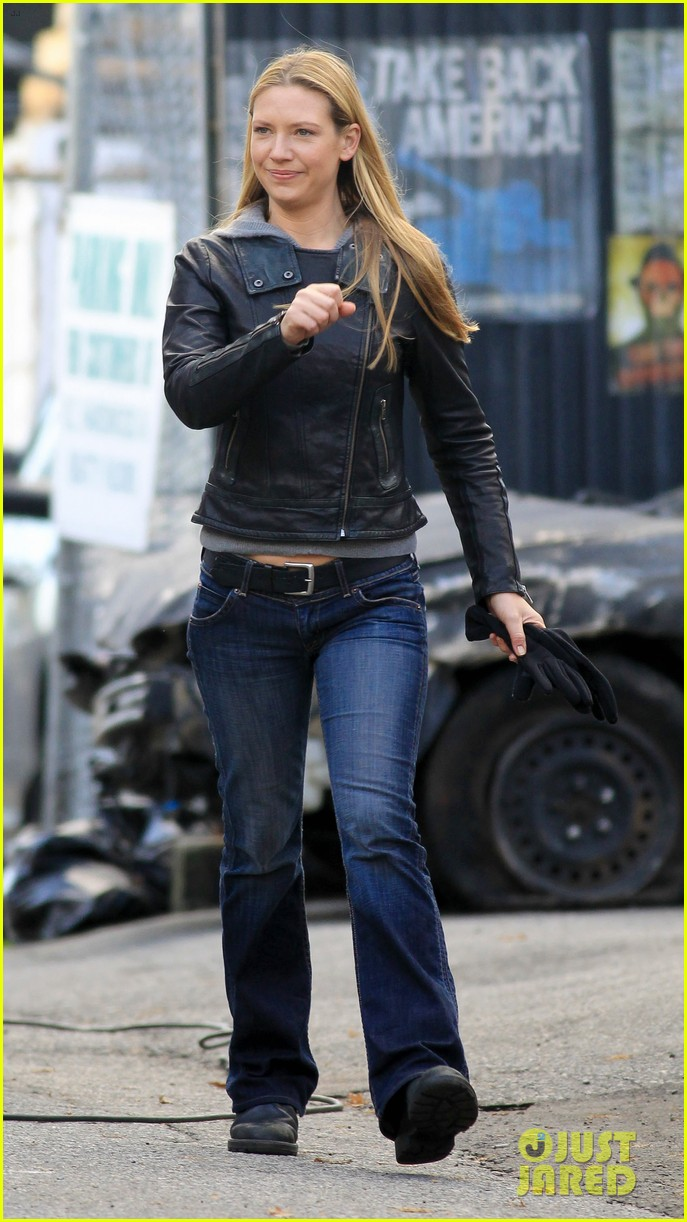 joshua jackson fringe set with anna torv 14