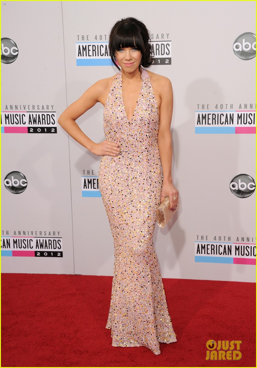 carly rae jepsen amas 2012 red carpet 012760137
