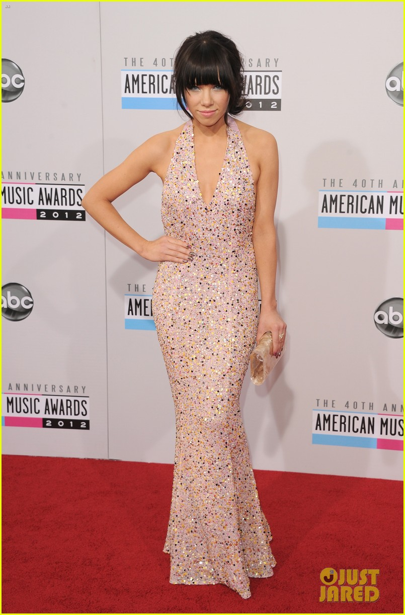 carly rae jepsen amas 2012 red carpet 102760146