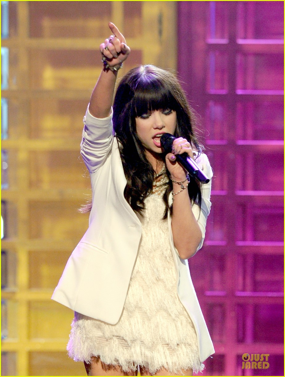 carly rae jepsen this kiss call me maybe amas performance 082760323