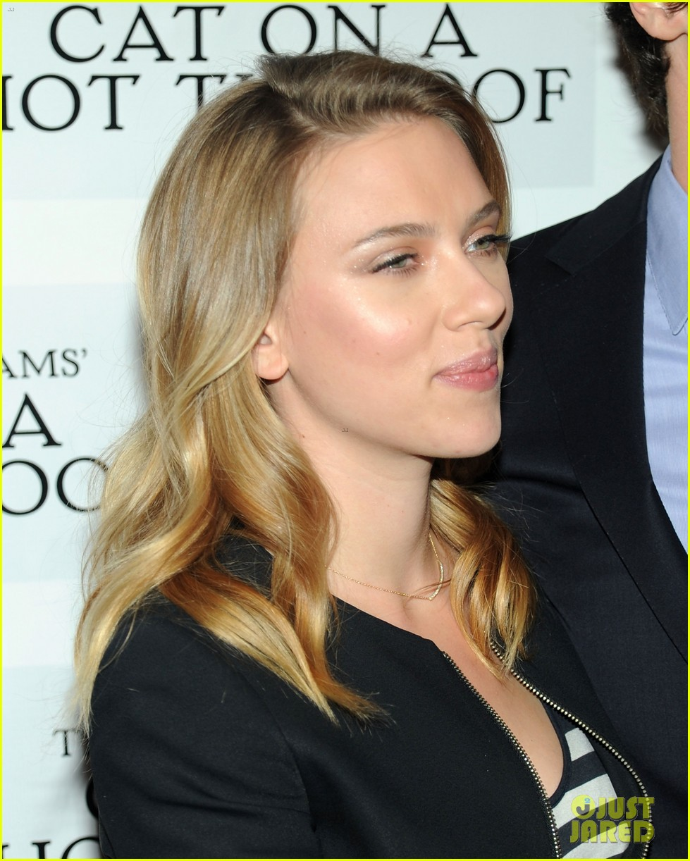 scarlett johansson benjamin walker cat on a hot tin roof photo call 092764638