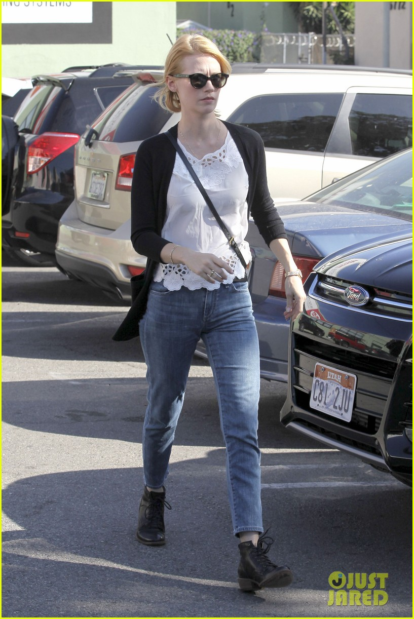 january jones cecconis lunch with friends 03