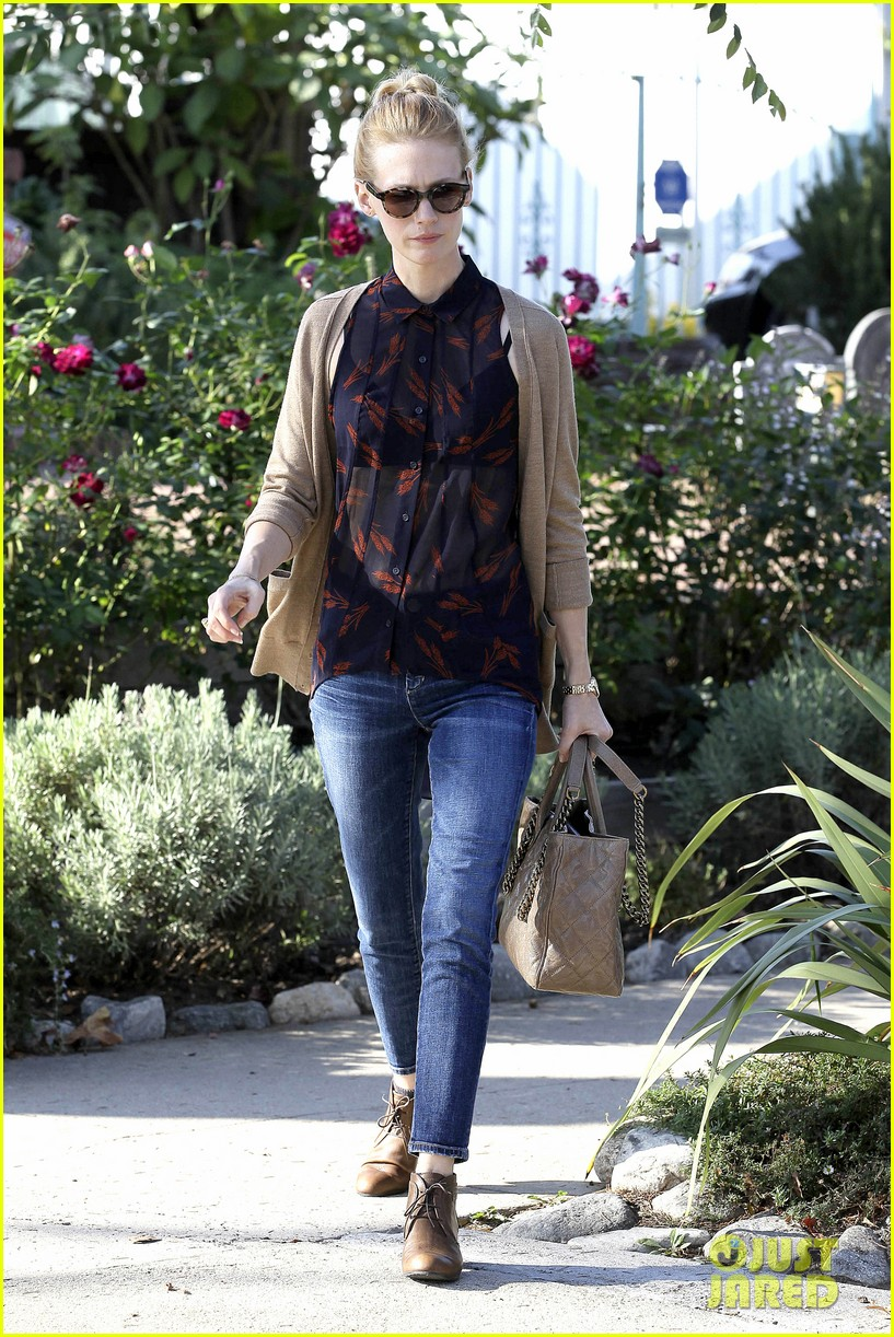 january jones cecconis lunch with friends 07