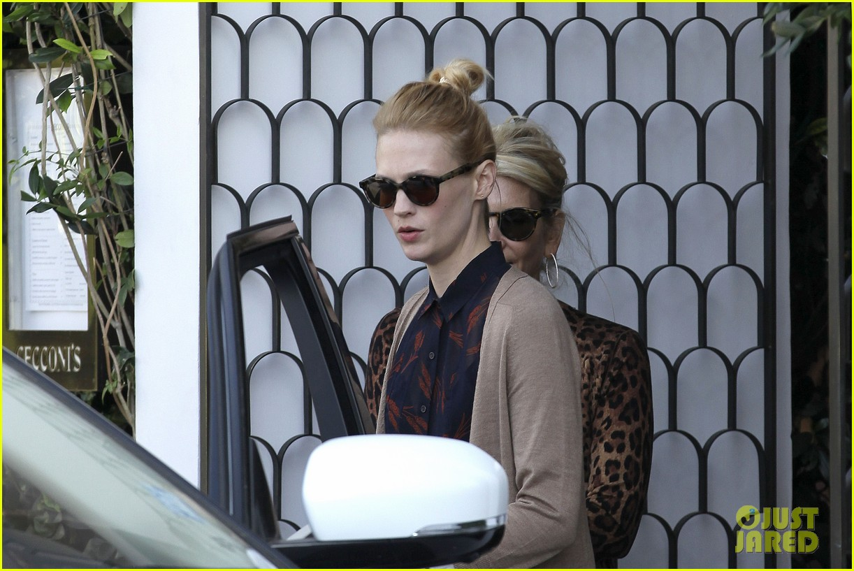 january jones cecconis lunch with friends 102750873