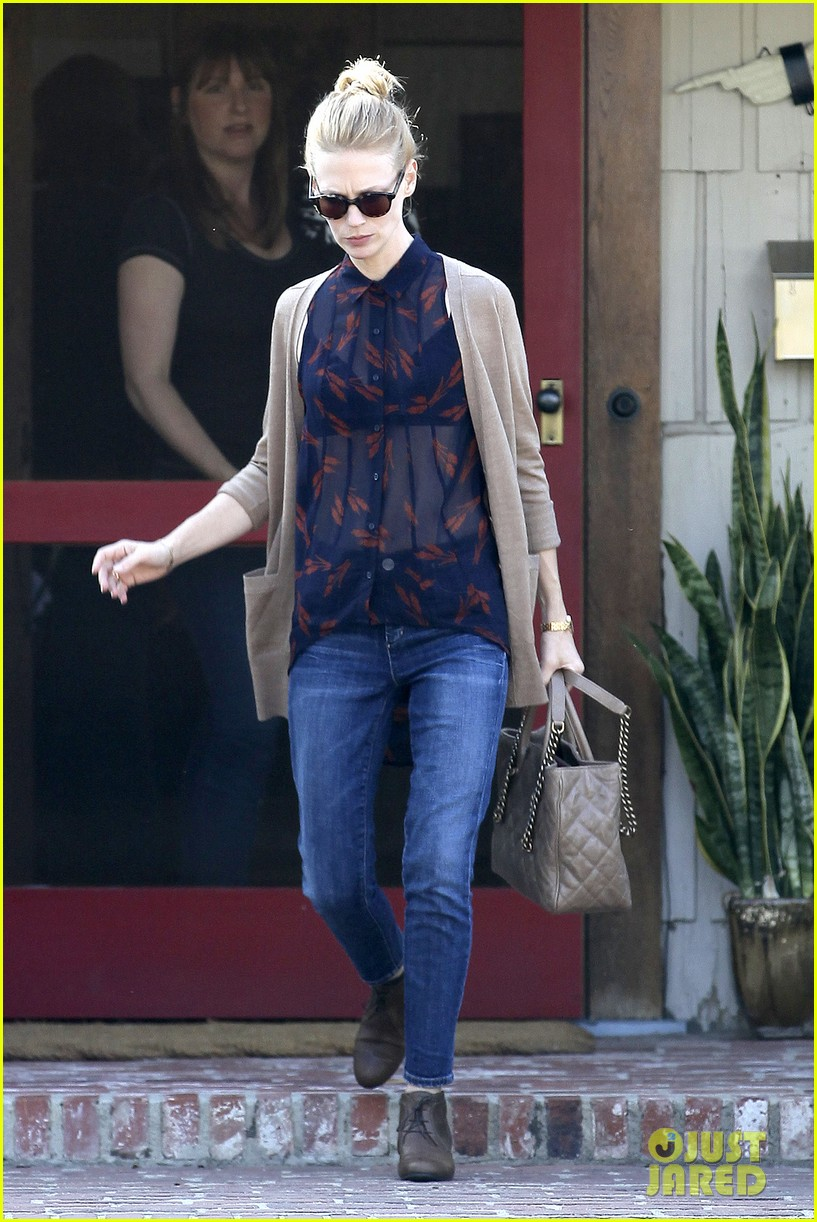 january jones cecconis lunch with friends 112750874