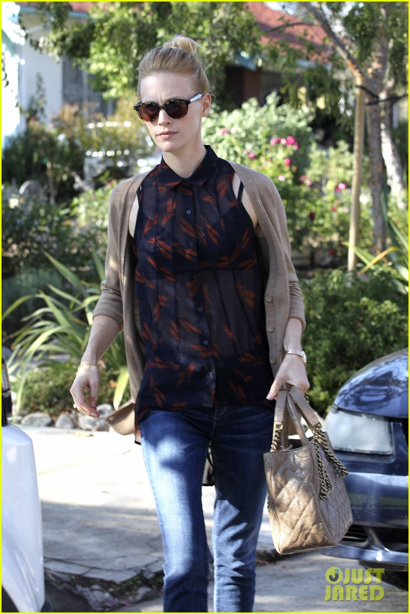 january jones cecconis lunch with friends 122750875