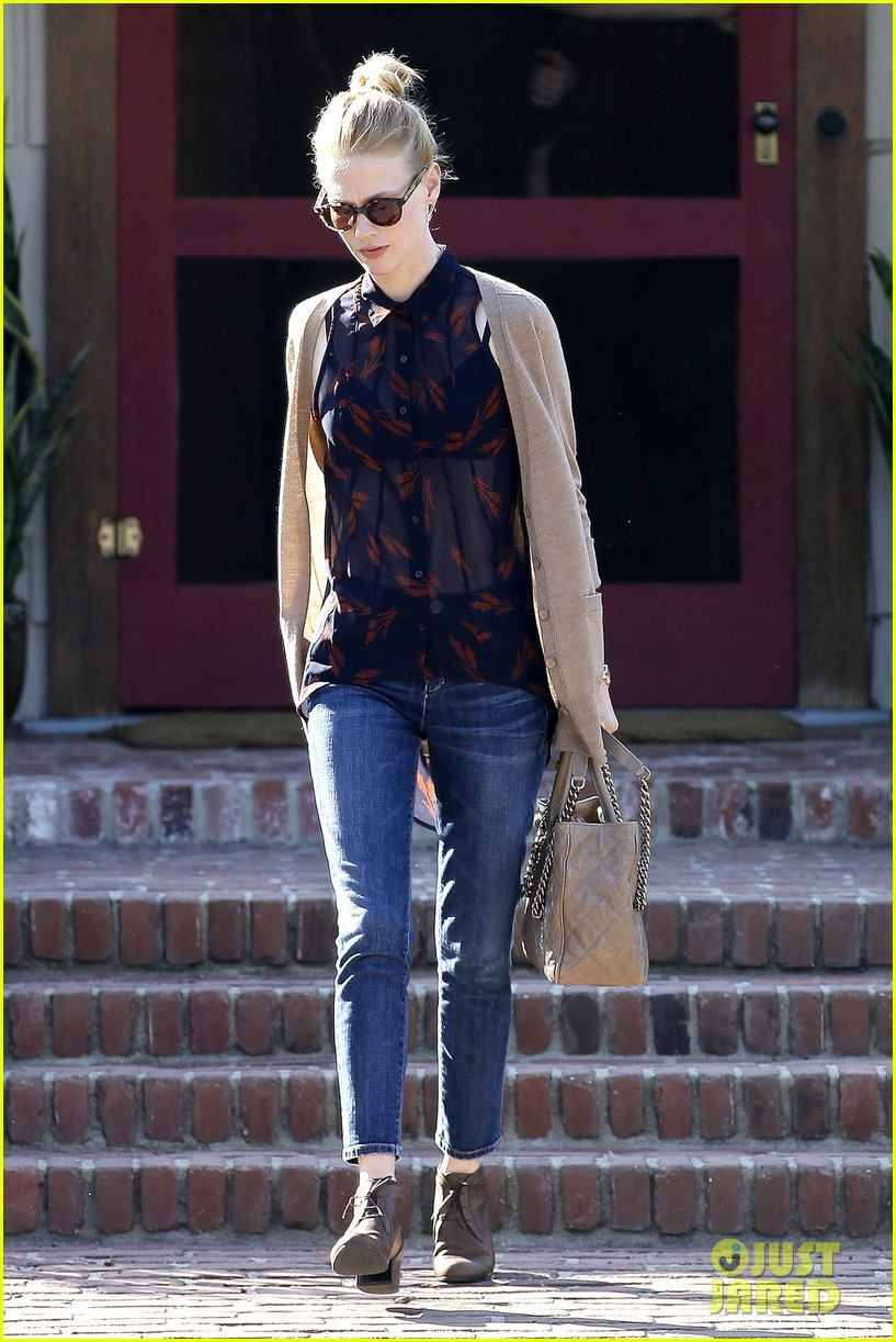 january jones cecconis lunch with friends 152750878