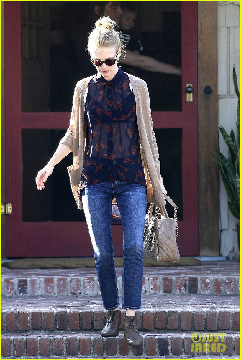 january jones cecconis lunch with friends 162750879