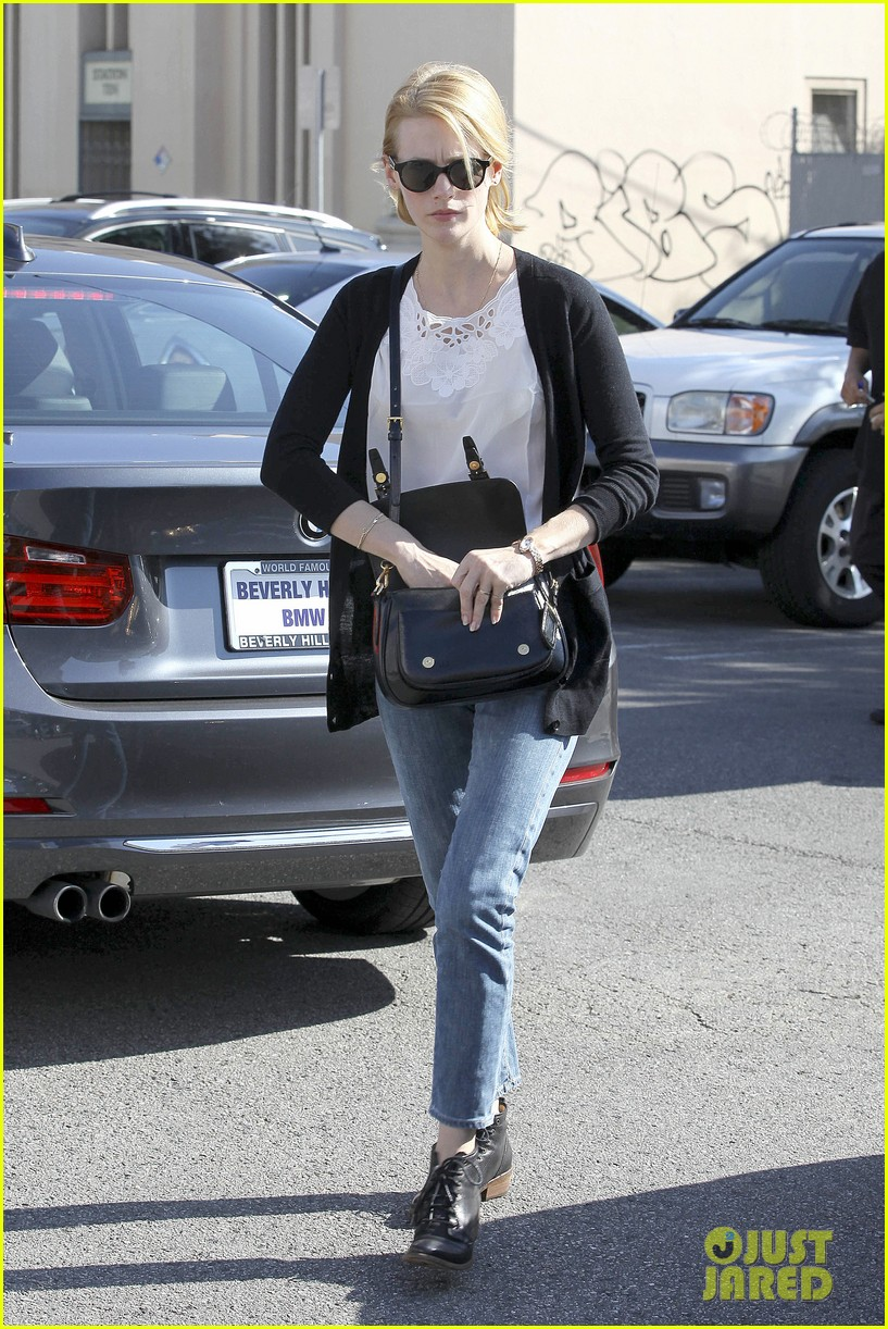 january jones cecconis lunch with friends 182750881