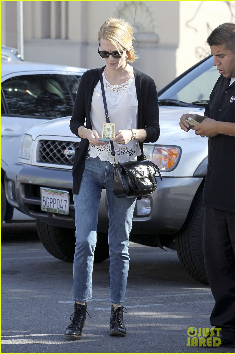 january jones cecconis lunch with friends 222750885