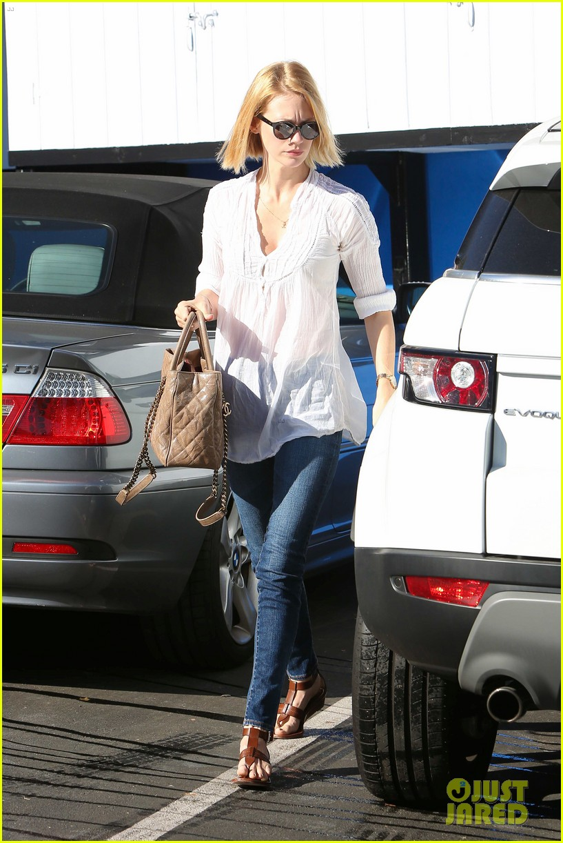 january jones election day voter 15