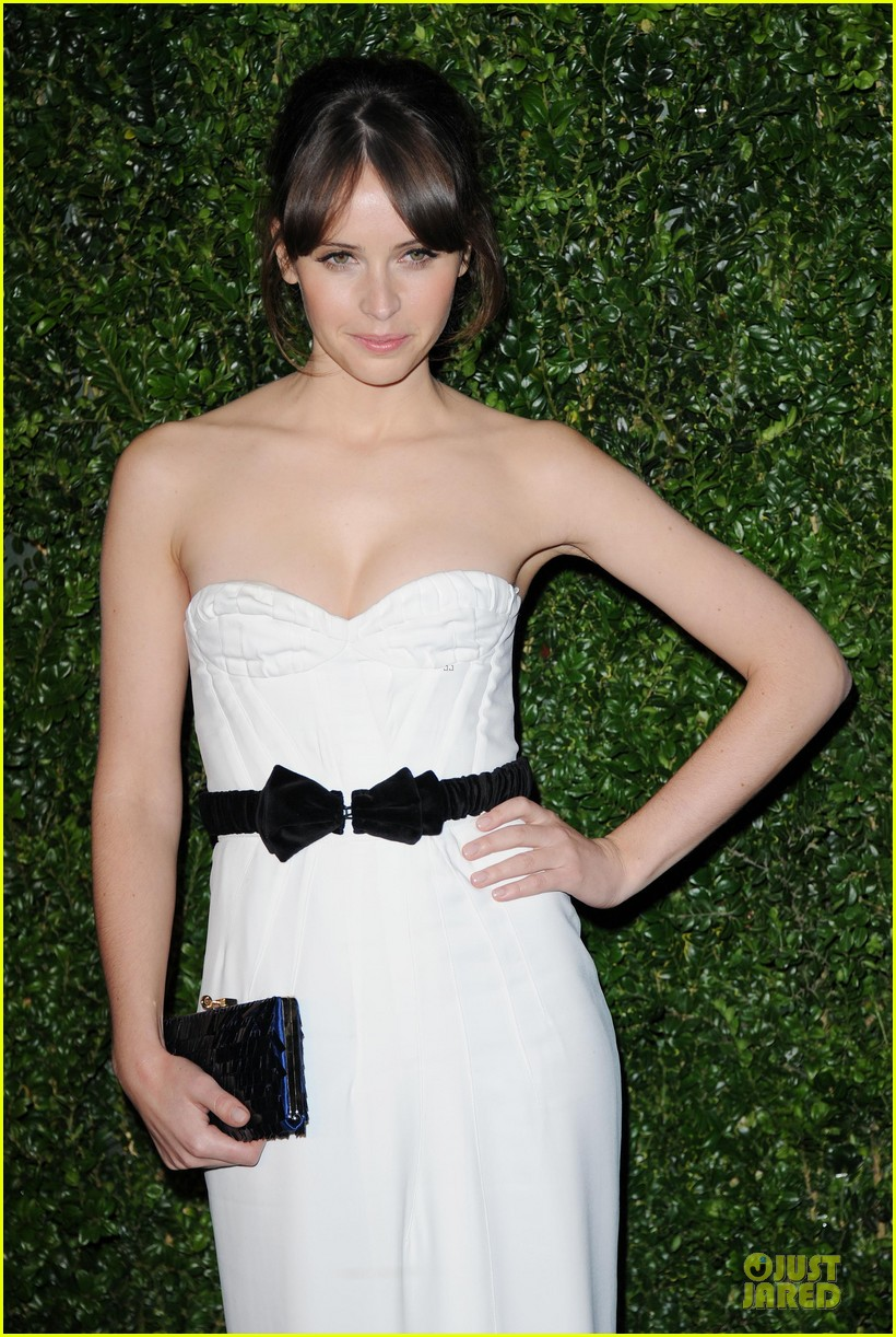 felicity jones jeremy irvine london evening standard theatre awards 022763882