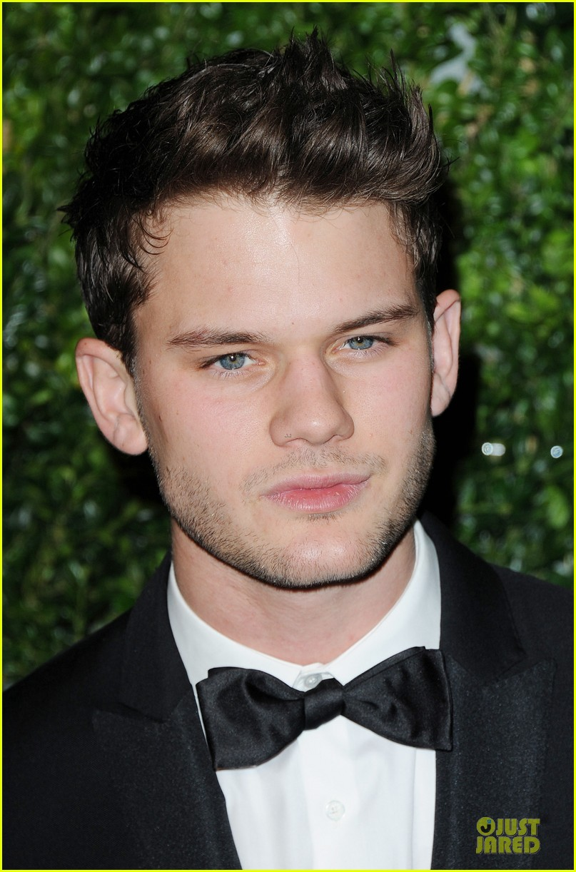 felicity jones jeremy irvine london evening standard theatre awards 042763884