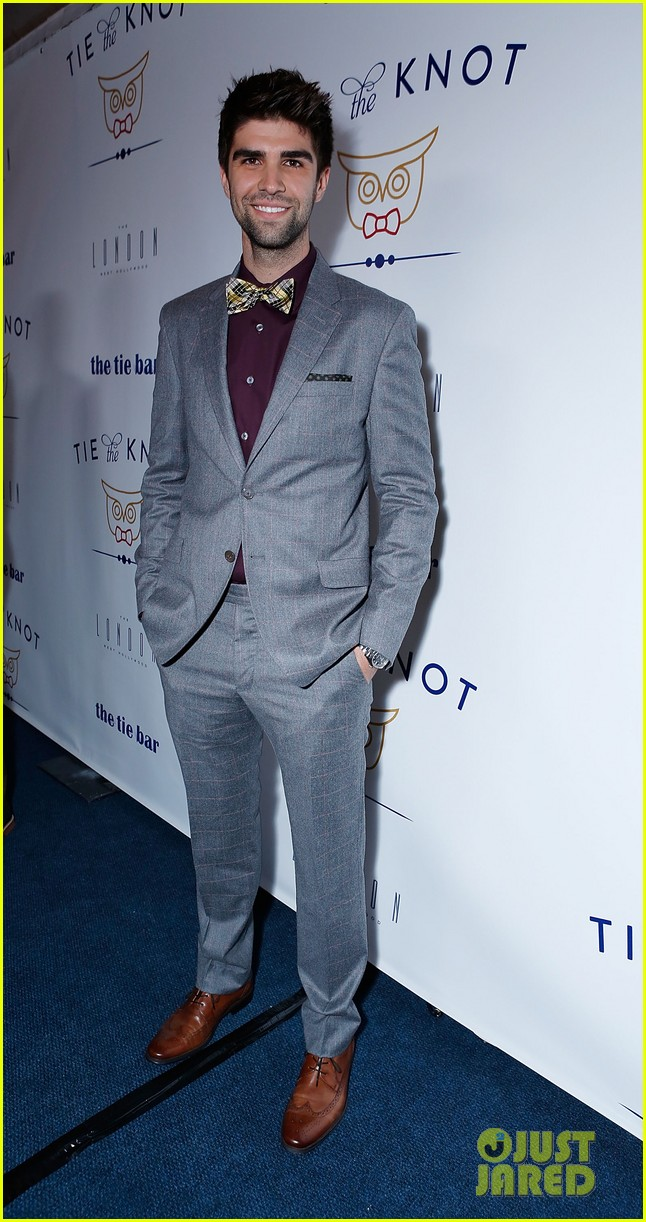 jesse tyler ferguson fiance justin mikita launch tie the knot charity 192758166
