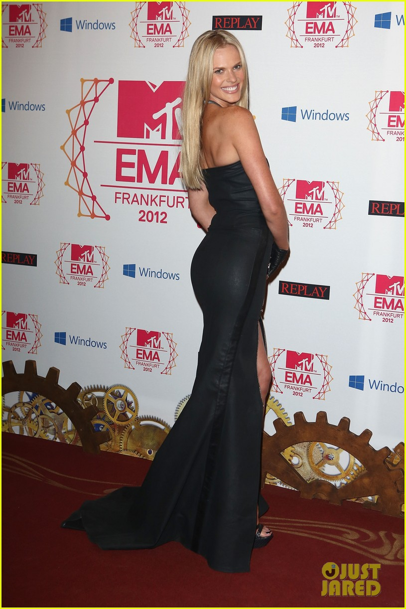 kim kardashian anne v mtv emas 2012 red carpet 012755333