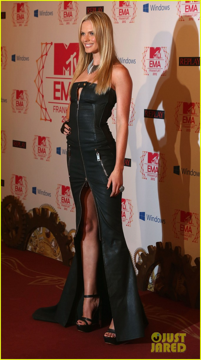 kim kardashian anne v mtv emas 2012 red carpet 082755340
