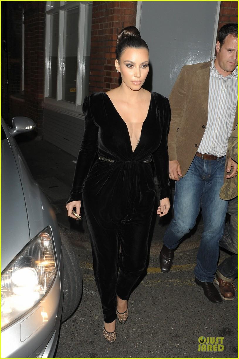 kim kardashian kanye west dinner date with sisters 092754414