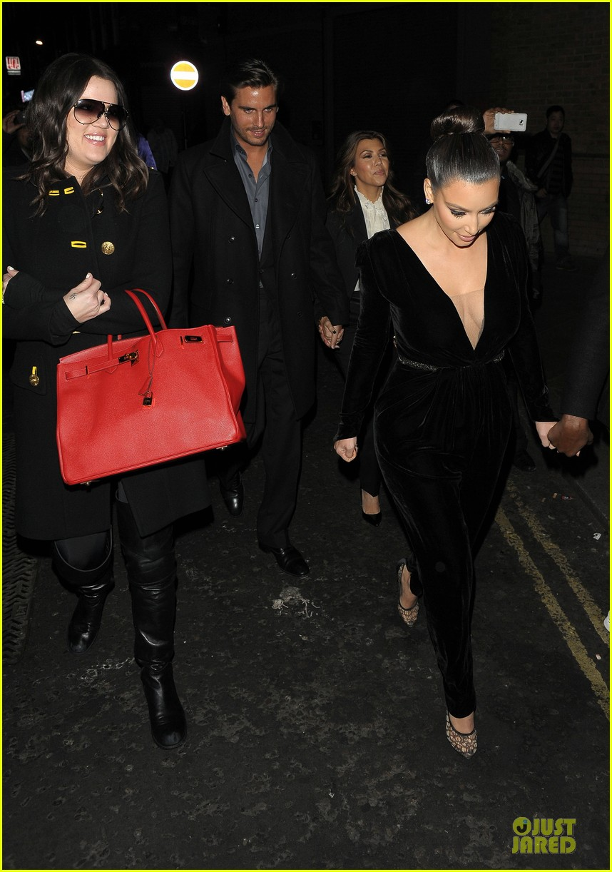 kim kardashian kanye west dinner date with sisters 132754418