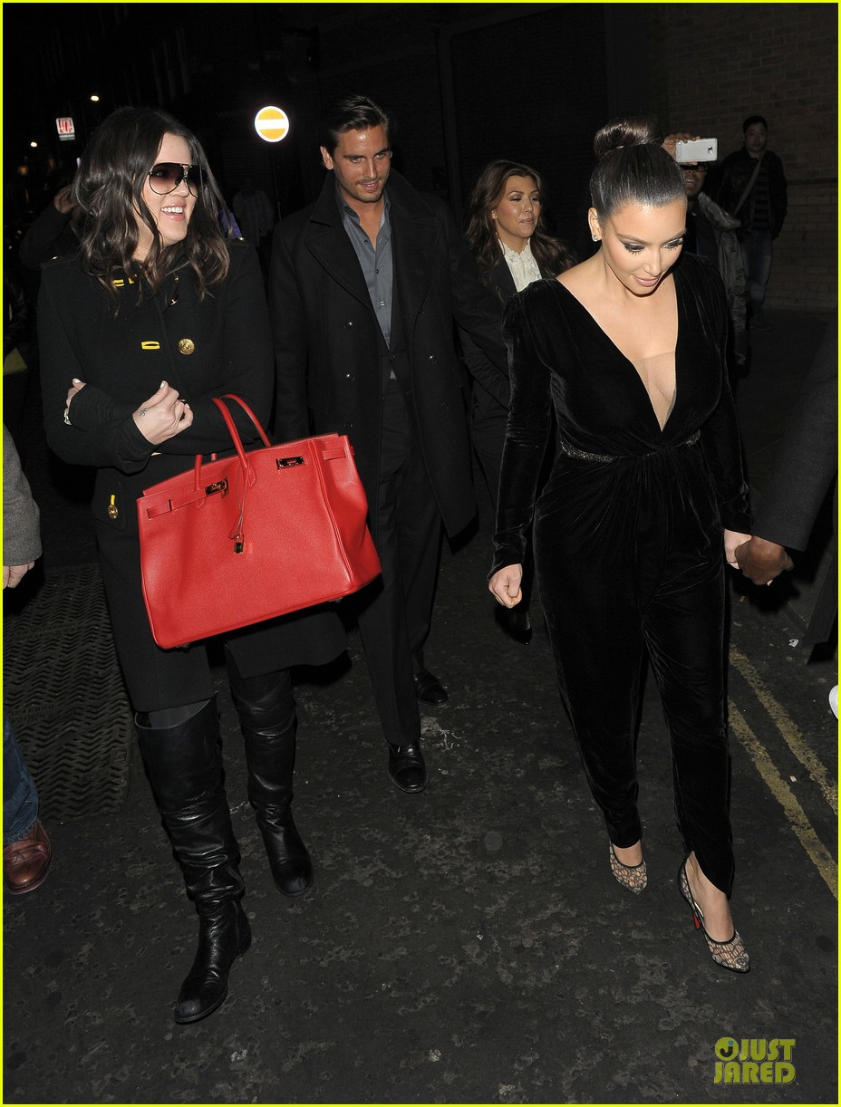 kim kardashian kanye west dinner date with sisters 14
