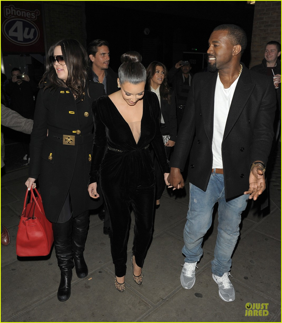 kim kardashian kanye west dinner date with sisters 15