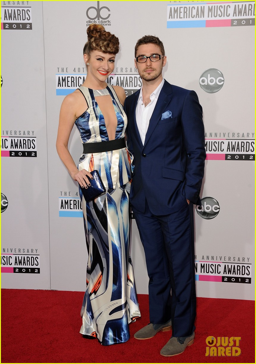 karmin amas 2012 red carpet 01