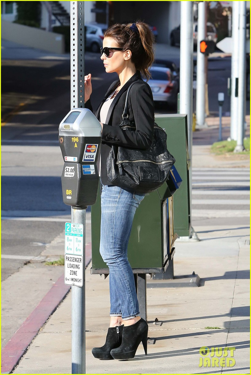kate beckinsale parking meter pickup 012753462