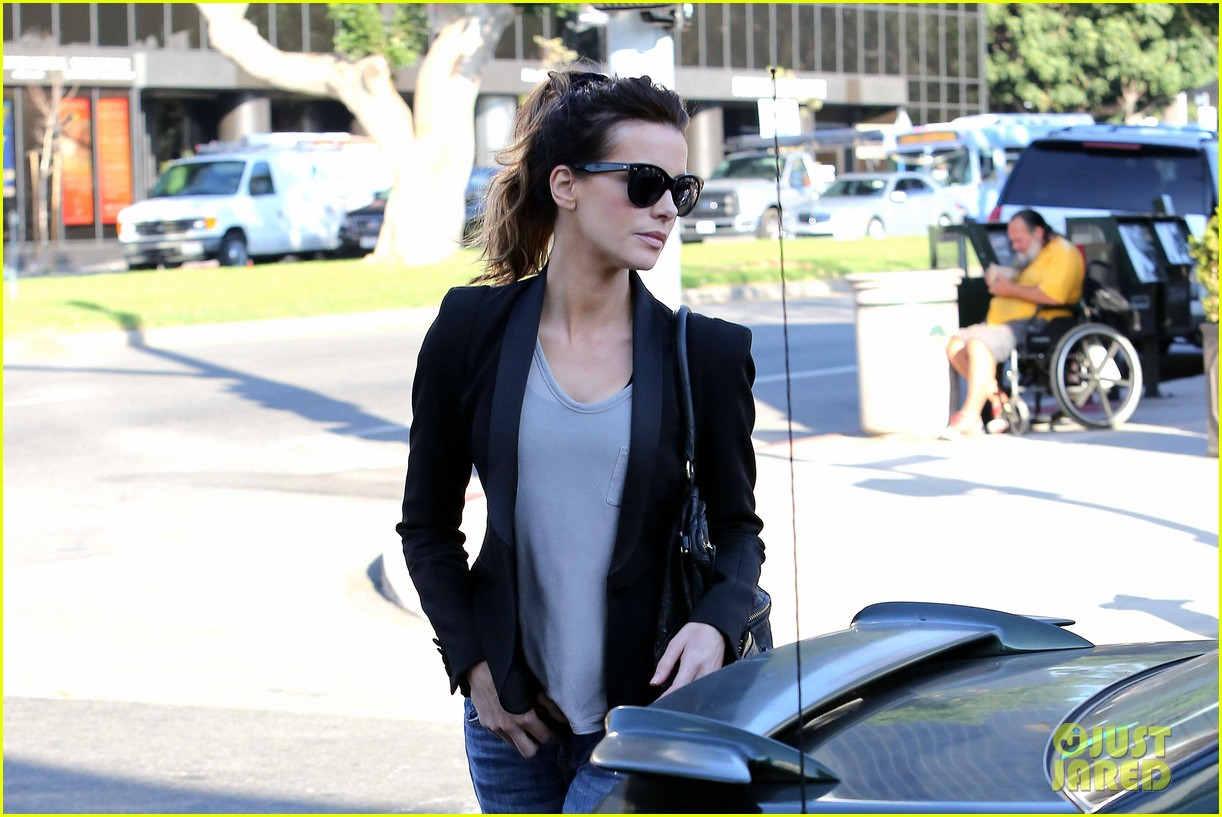 kate beckinsale parking meter pickup 09