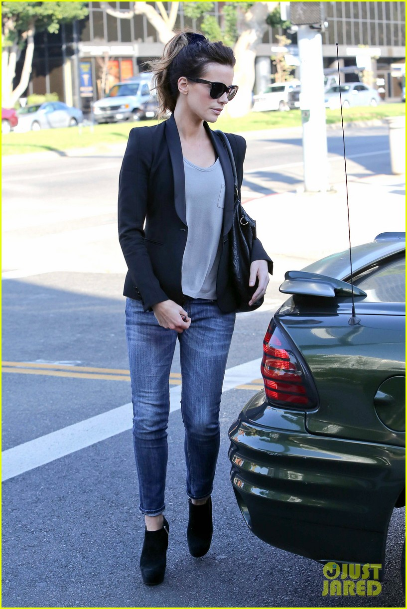 kate beckinsale parking meter pickup 10